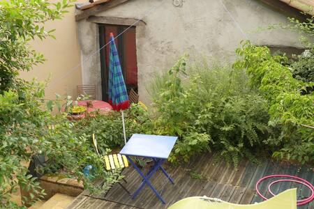 Fermette et patio coeur de village du Beaujolais