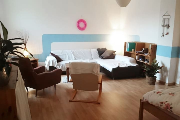 Big cozy room in the vibrant Neukölln area