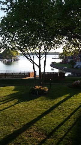 Lake front condo with sunset view - Cornelius - Daire