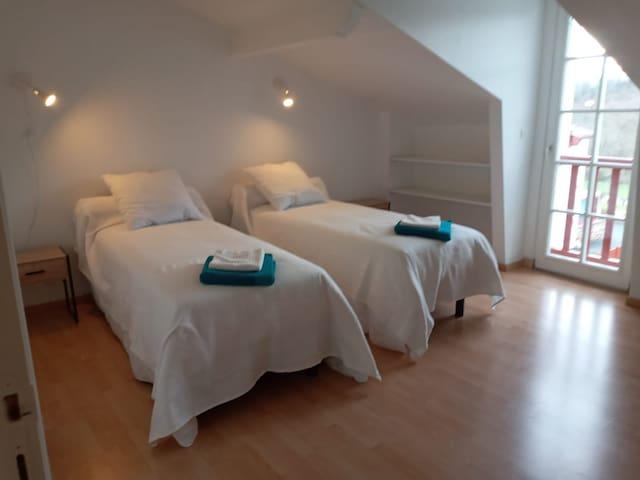 Chambre 2 lit 90 cm