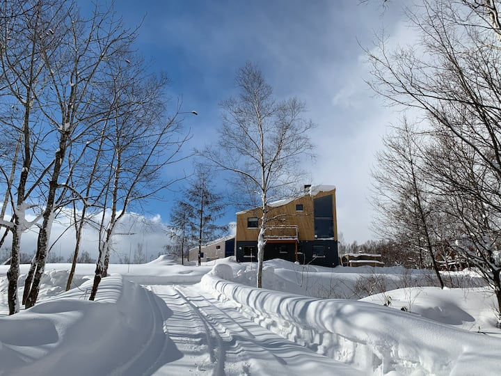 Niseko Luxury Ski Chalet 4BDR near Hilton + 4W Car