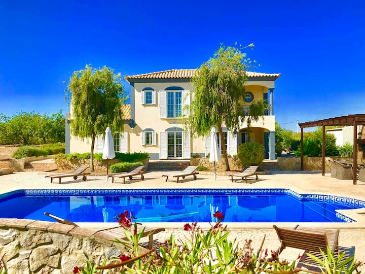 Dream-Villa (3)/Heated Pool /beautiful location/AC