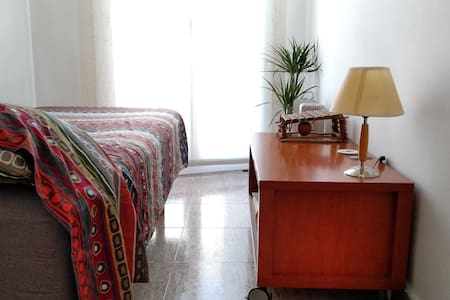 Encantadora y luminosa habitación cerca de Ramblas