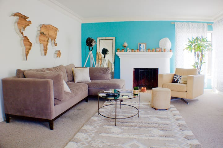 Rare LA Gem - Best Area, Spacious, Bright and Cozy