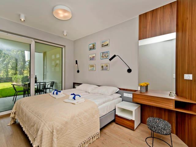 Comfy apartment witha a garden C3