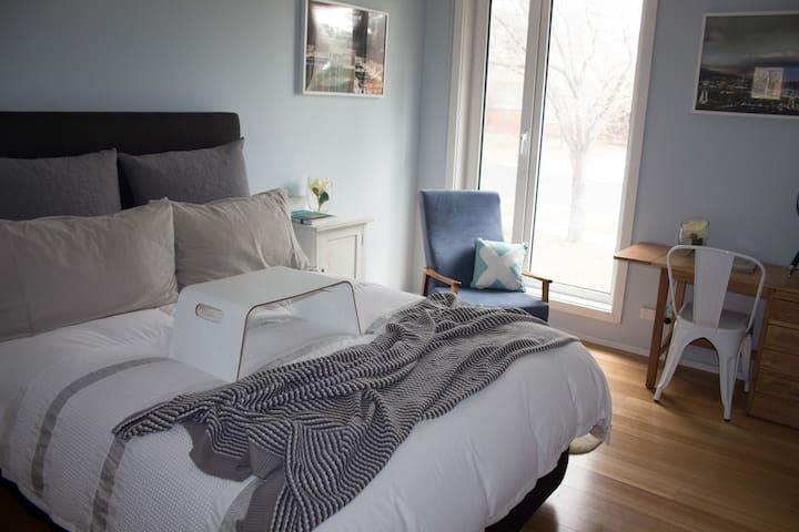 Weston Bed &  Breakfast - Close to Woden - Weston - Casa