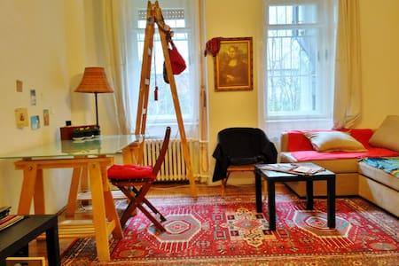 Studio apartment in the centre + wifi - Budapeşte - Daire