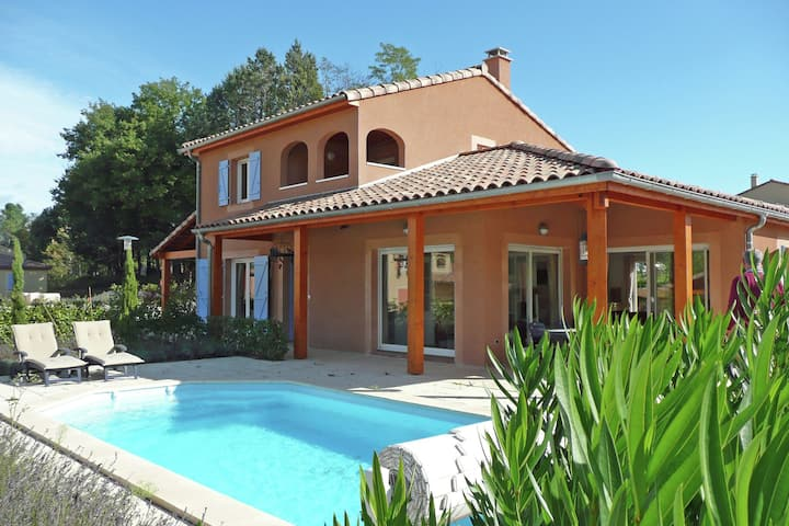 Modern Villa in Vallon-Pont-d'Arc with Swimming Pool