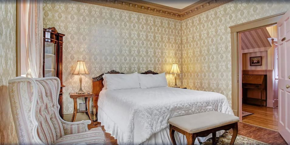 King Bed, First Floor room