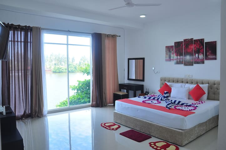 "Amber House Lanka          (Suite room ""Ruby"")"