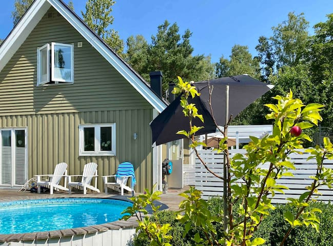 Cozy family house with heated pool in Båstad