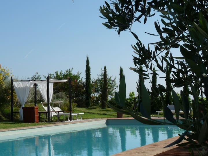 Charming house on the Umbrian hills. (CM)