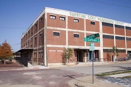 Historic, Renovated Warehouse, Loft Apartment - Lägenhet