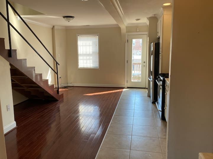 Location! Private, spacious Capitol Hill pad