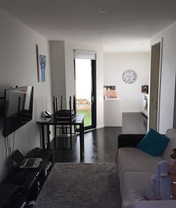 Dec 12-30 only! Split level 1 bed - Elwood - Wohnung