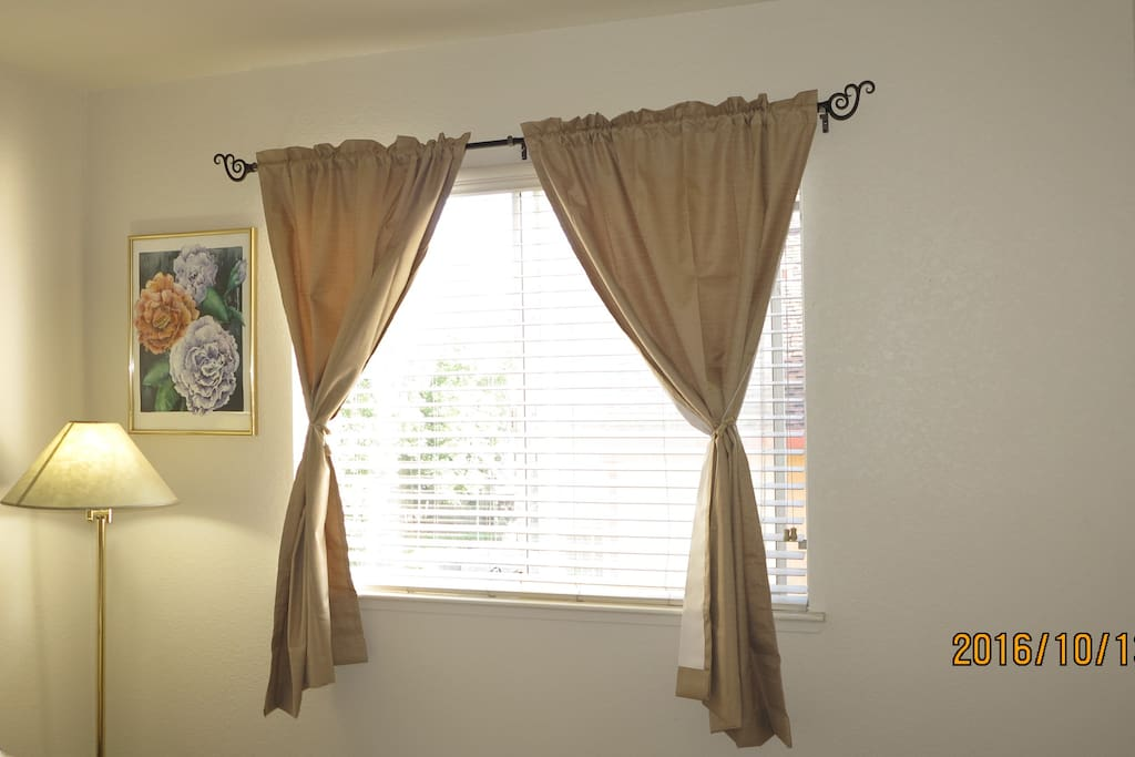 The curtain can block out over 95% of light, enjoy your morning sleep!!