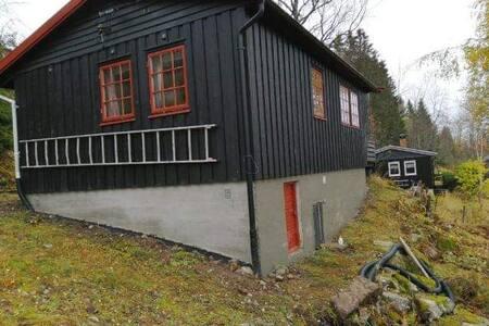 Enkel hytte med sjarm, gode senger nær alpinsenter