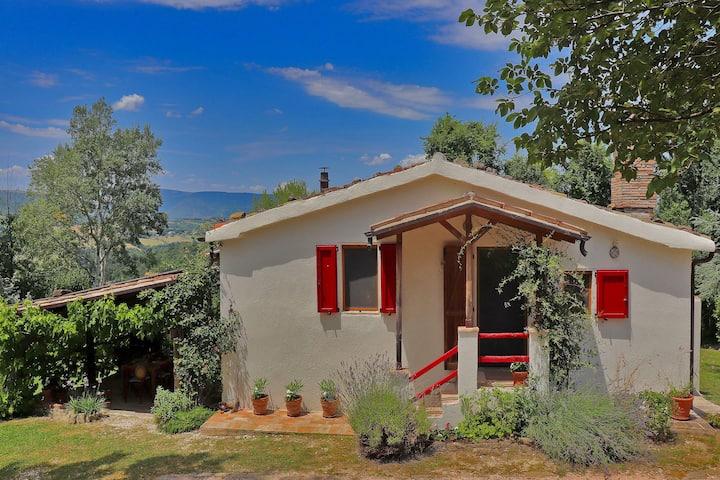 Casa de vacaciones rústica cerca de las montañas de Sibillini con piscina