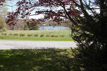 Cozy Lakeview FarmStay. close to NYC via Rt. 80