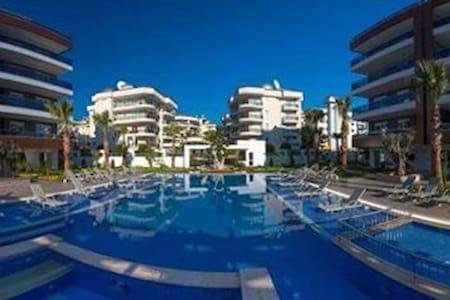 Quality home with pool - Aşağı Oba - Daire