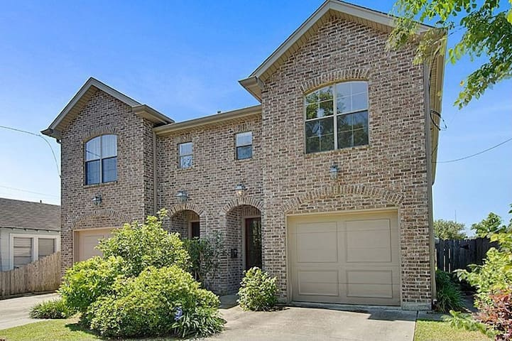 HUGE Master Bed and Bath in Brand New Townhouse - Metairie - House