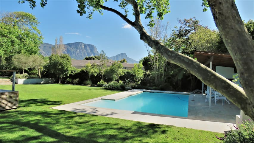 Spacious Barn style cottage in heart of Constantia