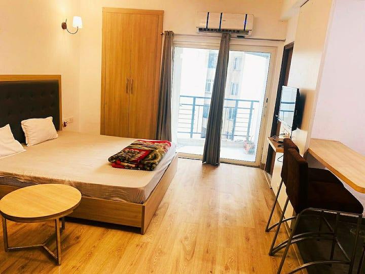 Grand Aura Luxury Premium Apartment