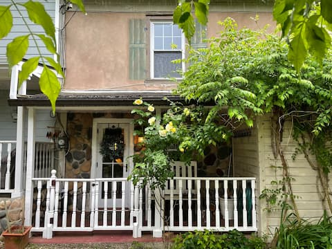 NEW! CANAL HOUSE Nestled in the ♥️ of Lambertville