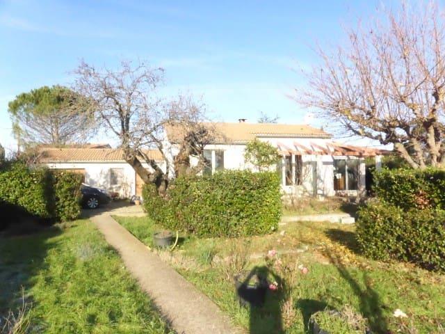 Villa de 85 m2 avec grand jardin Assignan - Assignan - Vila