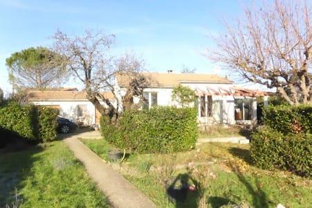 Villa de 85 m2 avec grand jardin Assignan - Assignan