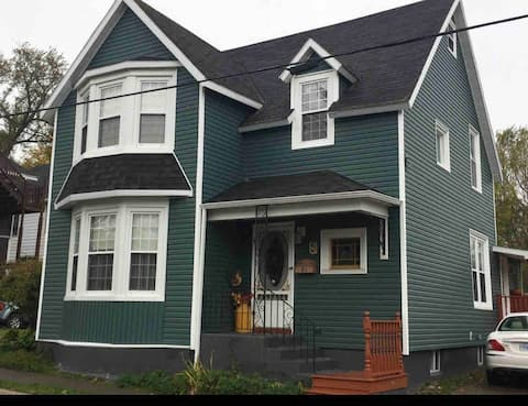 Spacious 130 year old Victorian near waterfront