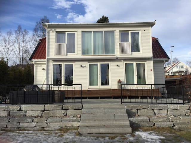 Big Villa nearby Holmenkollen,10 min to the city. - Oslo - Hus