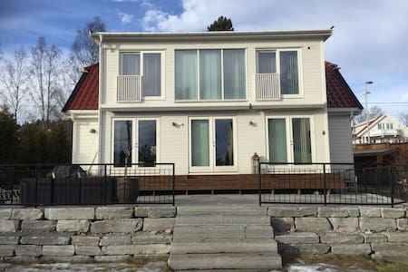 Big Villa nearby Holmenkollen,10 min to the city. - Oslo - Casa