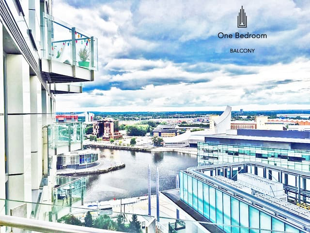 Manchester-Balcony One Bedroom Apt, Salford Quays