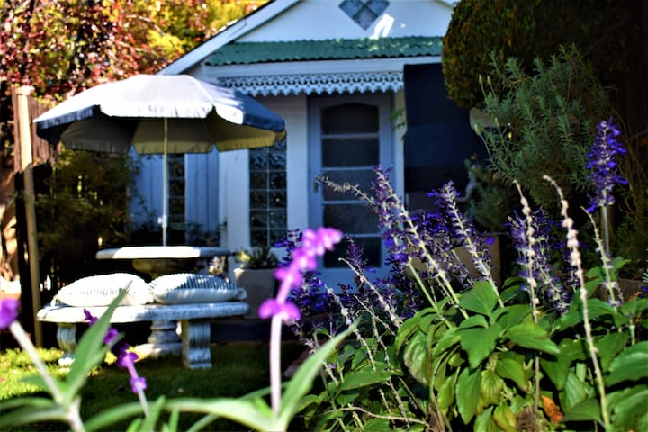 Lilac Cottage in Melville