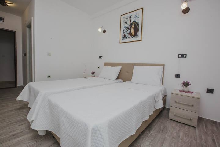 Hotel Dapcevic⋆⋆⋆ Double Room / Stay in Cetinje ❥