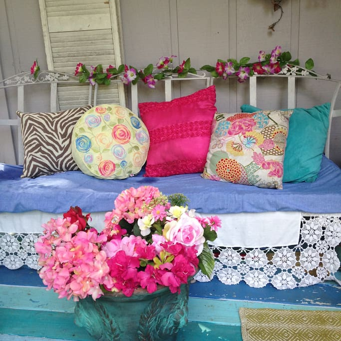 Pretty pillows on settee on front porch.