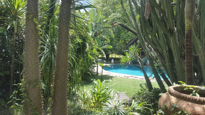 A relaxed country vibe close to CBD - Bulawayo - บ้าน