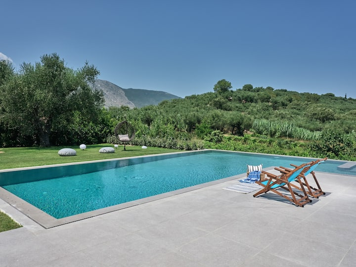 Drallos Luxury Villa - 6 Bedrooms & Private Pool