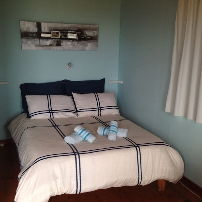 Fresh linen and towels are supplied