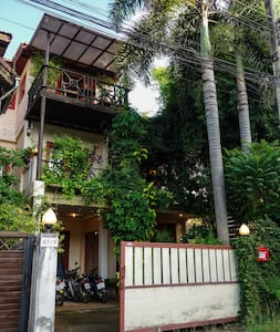 Unique quiet stylish 3-floor house w. cat & piano! - Mueang Chiang Mai - Hus