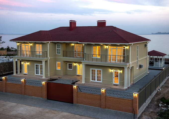 TARTUS HOUSE THREE SECTIONS-ДОМ ЦЕЛИКОМ-ТРИ СЕКЦИИ - โอเดสซา - บ้าน