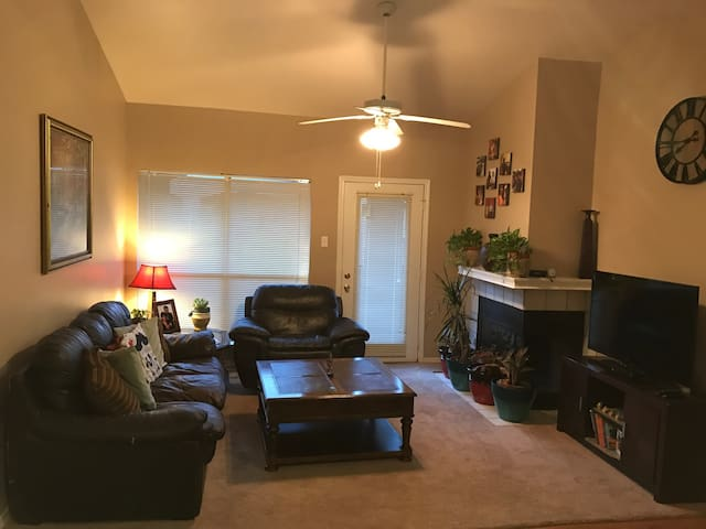 Cozy 1 bedroom on Legacy Dr - Plano - Byt