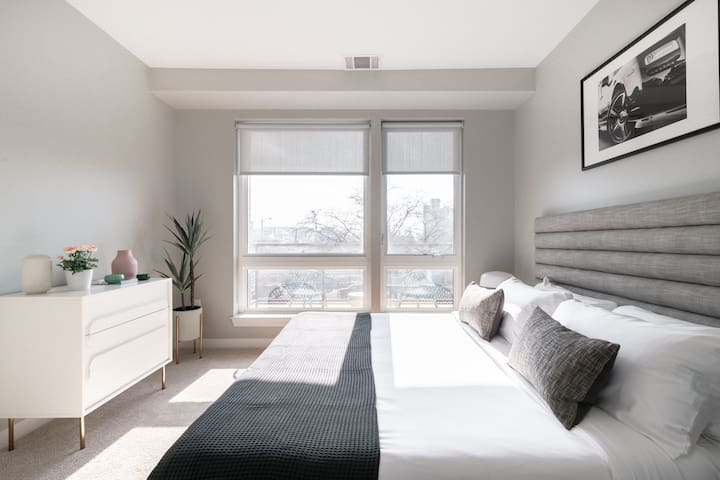 Sunny One Bedroom Apartment in New Center Detroit