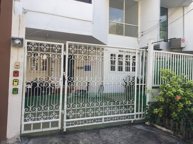 Thonglo International House 7