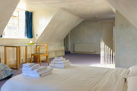 Cosy yet spacious cottage in the heart of Sussex - Ashurstwood - 独立屋