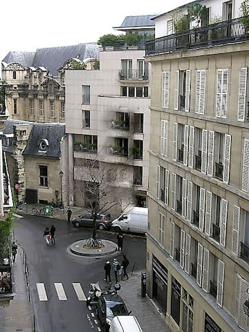 Le Marais is a trendy district in paris celebrated for its nightlife. It is the oldest part of Paris and contains many of its museums, art galleries, and historic sites, including the Place des Vosges.