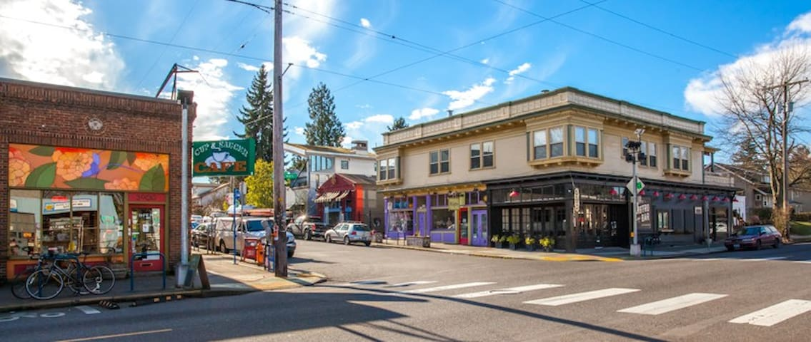 The Concordia/Albera Neighborhood is walkable and has some of the best shops and restaurants in Portland.