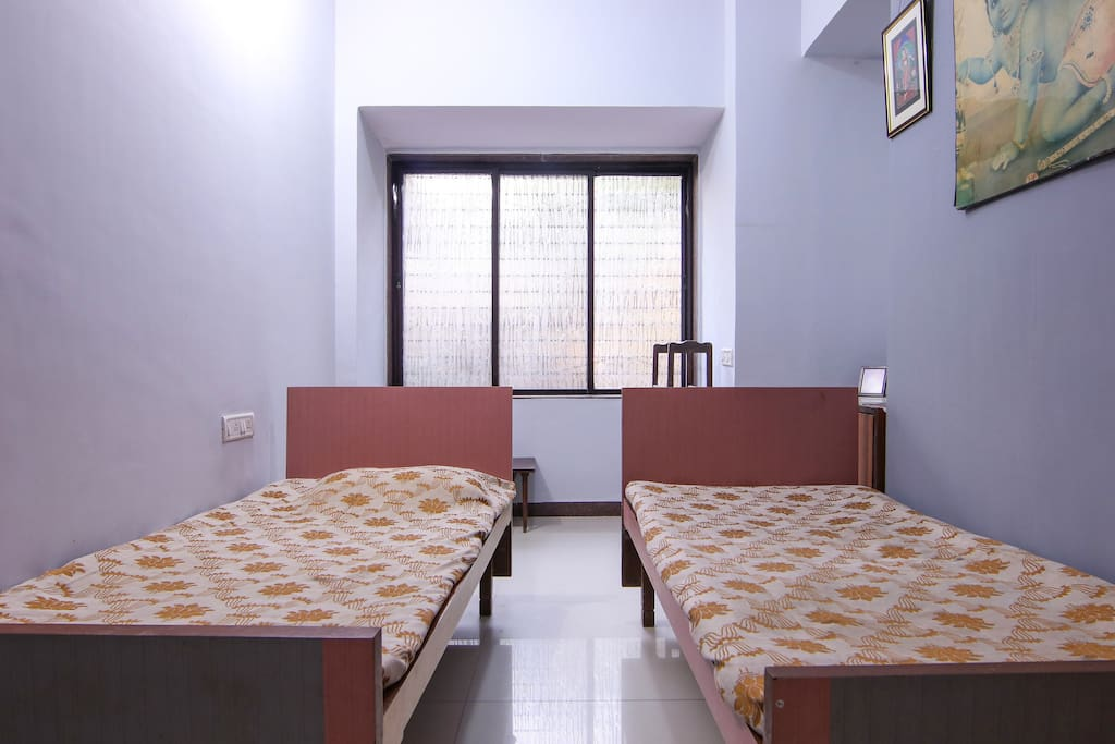 The 4th bedroom with unattached bath, can accomodate 2 persons though the chrges are for 1 person.