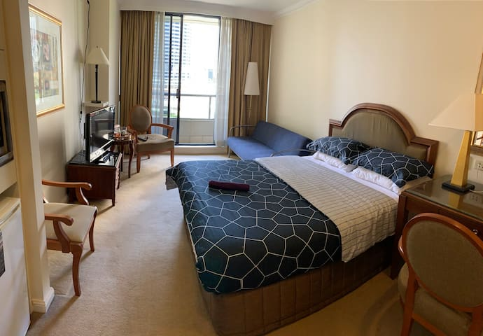 Studio located in Sydney CBD! HiSpeed Wifi & Views
